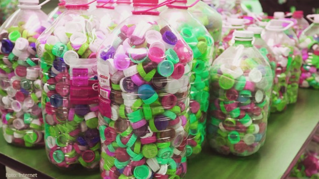 Reciclaje de las tapas de plástico de las botellas